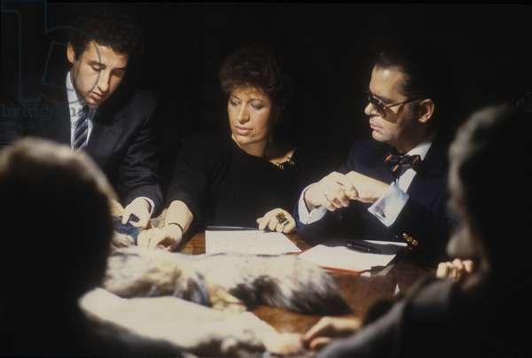 Rome, 1986. Carla Fendi and Karl Lagerfeld at work to design the new collection of Fendi furs/Roma, 1986. Carla fendi e Karl Lagerfeld al lavoroper realizzare la nuova collezione di pellicce Fendi -