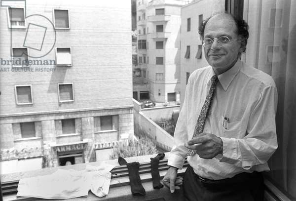 Rome, 1980. U.S. poet Allen Ginsberg - in town to attend the Second Festival of the Poets - in his hotel room (photo)