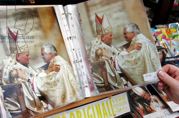 Pope souvenirs: picture of KAROL WOJTYLA (Pope Giovanni Paolo II) and JOSEPH RATZINGER (Pope Benedict XVI). Vatican, Rome. 23 April 2005 (photo)