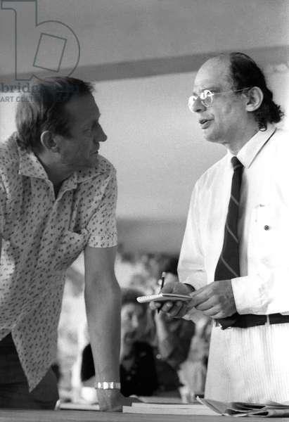 Ostia (Rome), Castelporziano, 1979. Poets Yevgeny Yevtushenko and Allen Ginsberg at First Festival of the Poets/Ostia (Roma), Castelporziano, 1979. I poeti Evgenij Evtusenko e Allen Ginsberg al primo Festival dei poeti -
