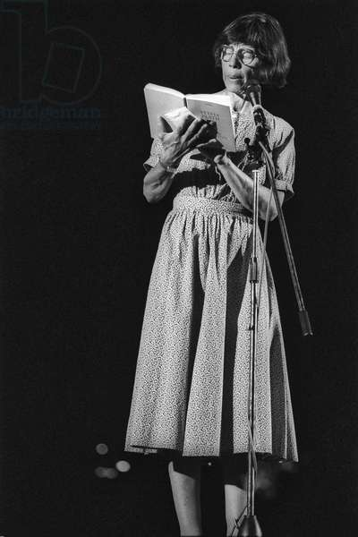 Rome 1985, International Festival of the Poets. Italian poet Amelia Rosselli reading poems by Sylvia Plath who she translated. Perhaps not coincidentally, Rosselli committed suicide on February 11, 1996, just the same day that Plath committed suicide 33 years before/Roma 1985, Festival internazionale dei poeti. La poetessa Amelia Rosselli mentre legge poesie di Sylvia Plath, che ha tradotto. Forse non per caso, la Rosselli si suicid l'11 febbraio del 1996, proprio nello stesso giorno in cui si suicid la Plath 33 anni prima -