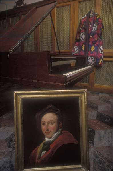 Piano and gown of Gioacchino Rossini / Pianoforte e vestaglia di Gioacchino Rossini -