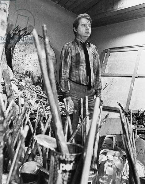 Francis Bacon with brushes, possibly 1971 (b/w photo)