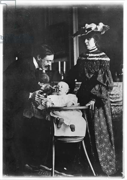 Paul Valery (1871-1945) his wife Jeannie Gobillard (1877-1970) and their child, 1904 (b/w photo)