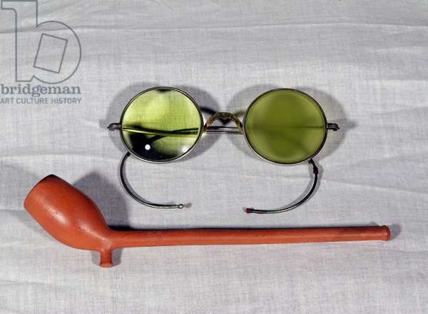 Pair of glasses and pipe belonging to Claude Monet (1840-1926) 19th-20th century (photo)