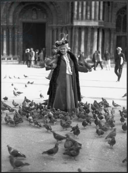 Alice Monet, St.Mark's Square, Venice, October 1908 (b/w photo)