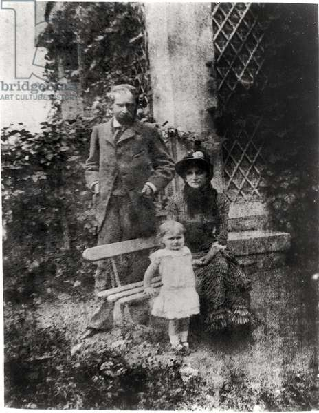 Eugene Manet (1833-92) his wife Berthe Morisot (1841-95) and their daughter, Julie (1878-1966) at Bougival, 1880 (b/w photo)
