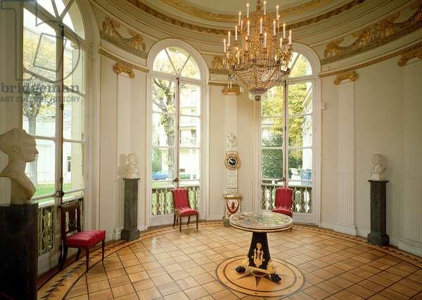Interior of the Salon Rond, 18th-19th century (photo)
