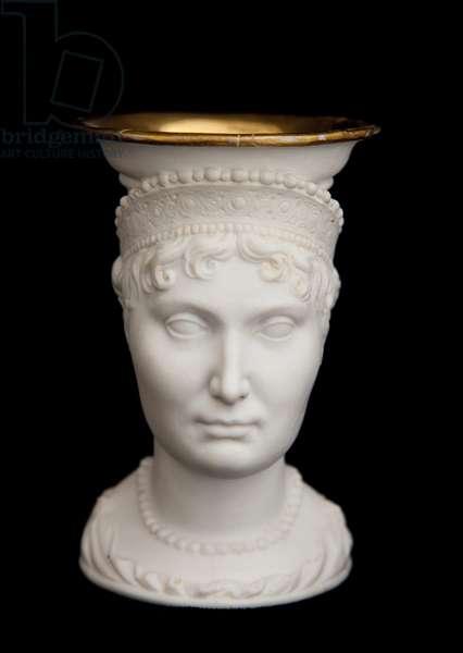 Cup bearing the effigy of Elisa Bonaparte (gilded biscuit)