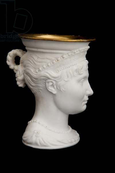 Cup bearing the effigy of Elisa Bonaparte (gilded biscuit)