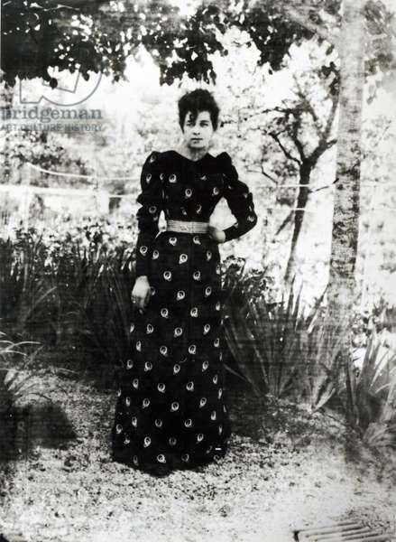 Suzanne Hoschede (1868-99) (b/w photo)