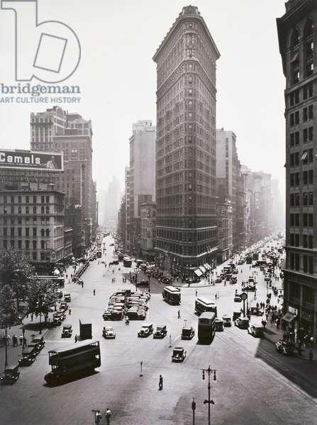 Flatiron Building, c.1930-33 (gelatin silver print)