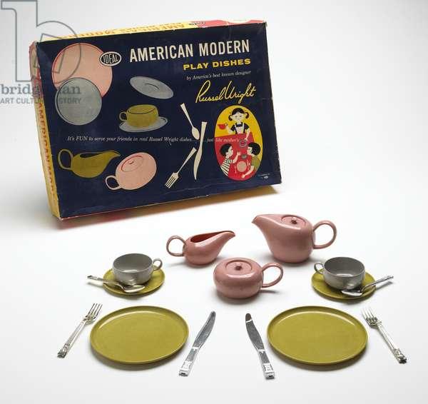 """American Modern Play Dishes"" set, c.1959 (melamine plastic & cardboard)"