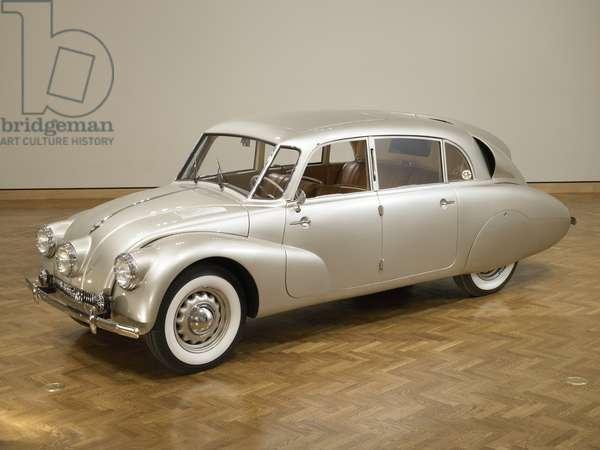 The Tatra T87, four-door sedan, designed by Hans Ledwinka in 1936 (photo)