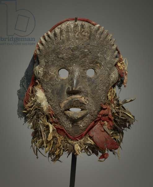 Mask (wood, cotton, plant fibres, feathers)