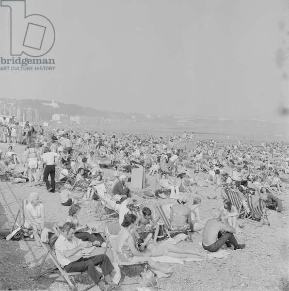 Holidaymakers on Douglas beach, August 1973 (b/w photo)