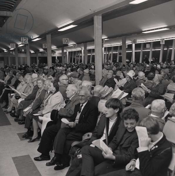 Hymn singing at the Sea Terminal, August 1966 (b/w photo)
