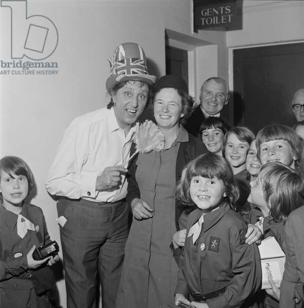 Ken Dodd with Brownies, July 1977 (b/w photo)