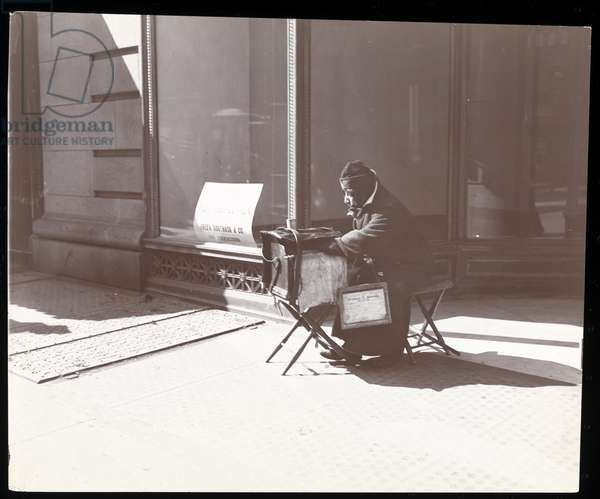 A blind street musician, New York, 1898 (silver gelatin print)