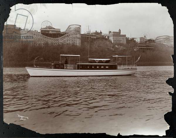 "View of the yacht ""Mousquetaire"" of the New York Yacht, Launch & Engine Co. on the Harlem River, New York, 1905 (silver gelatin print)"