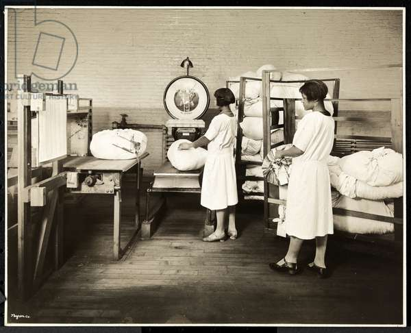 Two African American women weighing bags of laundry at the Carolyn Laundry at 111 East 128th Street, East Harlem, New York, 1928 (silver gelatin print)