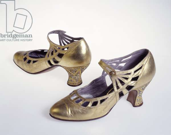 Gold shoes (leather)
