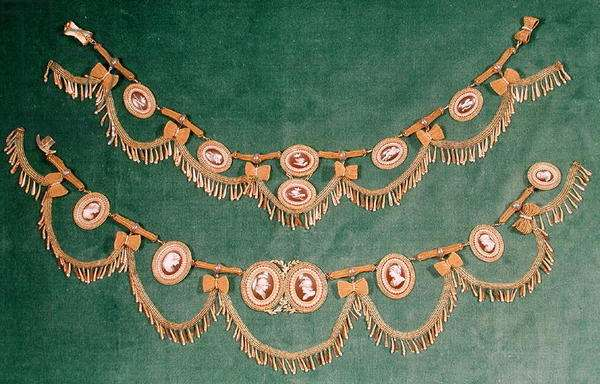 Neo-classical necklace and bracelet