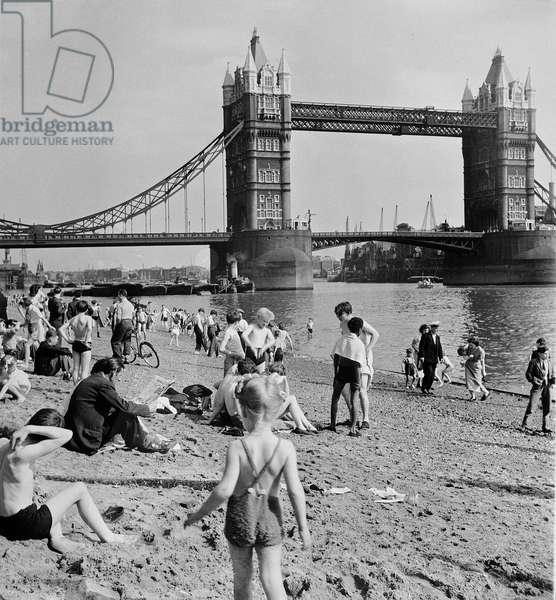 Tower Beach, London, 1952 (b/w photo)