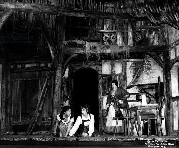 Teresa Stratas, Rosalind Elias ( as Hansel and Gretel ) and Lili Chookasian ( as Gertrude, their mother ) in Hansel and Gretel at Metropolitan Opera, New york, 1967 - 1968