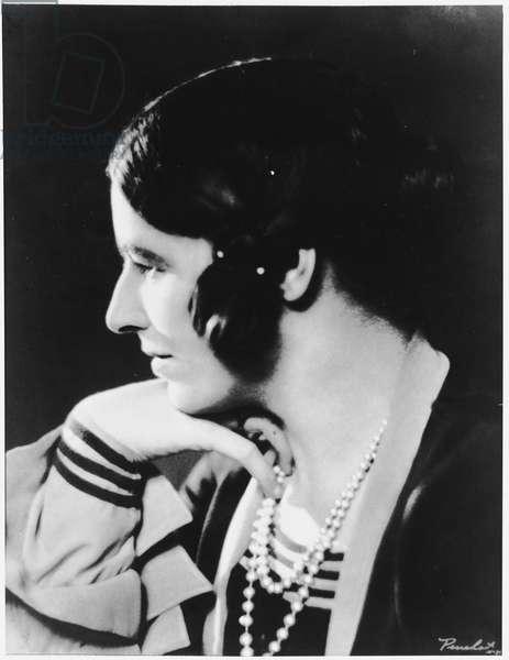 DORA RUSSELL 1894 - 1987