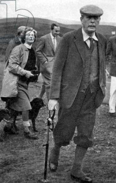 Harold Macmillan, shooting with the Duke and Duchess of Devonshire, 1967