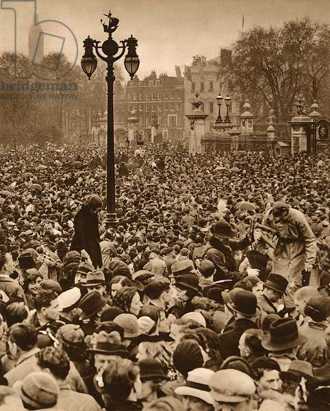 George VI Coronation - Crowds outside Buckingham Palace