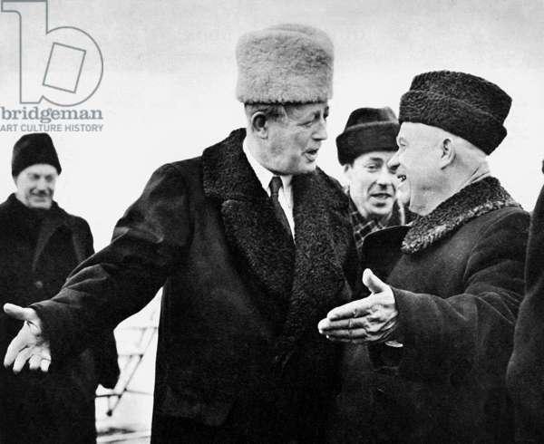 Harold Macmillan et Nikita Khrushchev