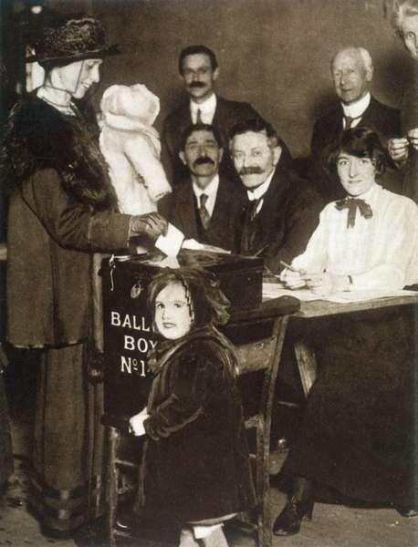 WOMEN VOTING/1918