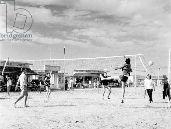 BEACH VOLLEYBALL 1950S