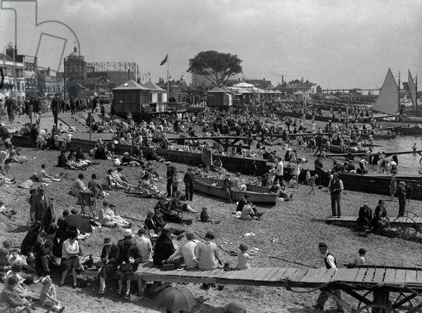 SOUTHEND BEACH 1930S