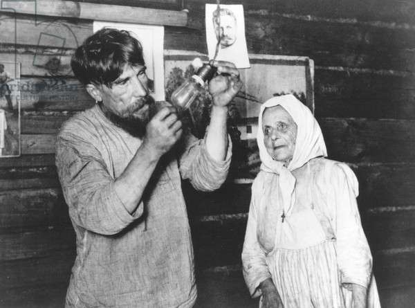 Russian Peasants Experience Electricity
