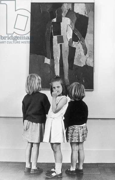 GIRLS & ABSTRACT ART