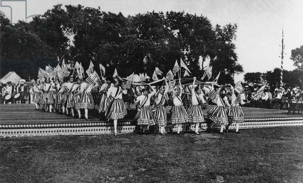 Women in Fourth of July pageant, USA