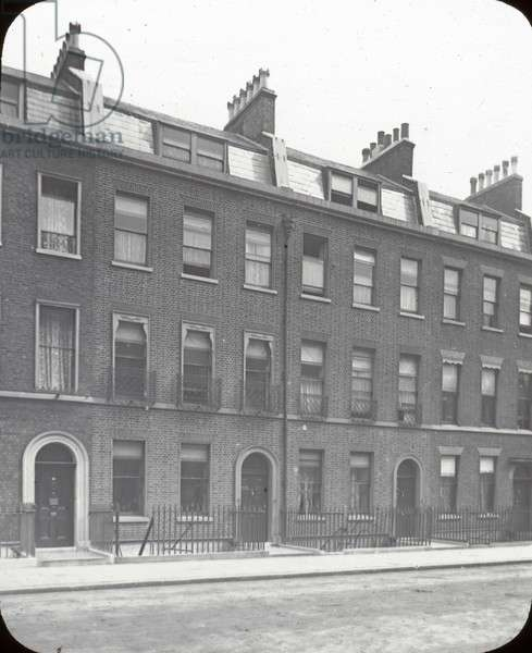 Life of Charles Dickens - Dickens House in Doughty St