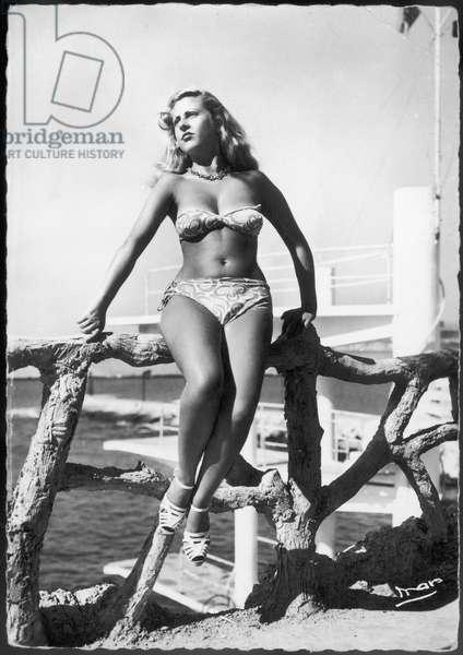 GIRL IN BIKINI/ 1947