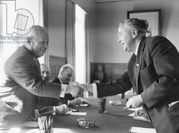 Nikita Khrushchev and Harold Wilson shaking hands (photo)