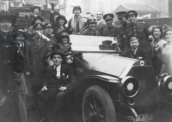 Armistice Day happy crowd 11th November 1918