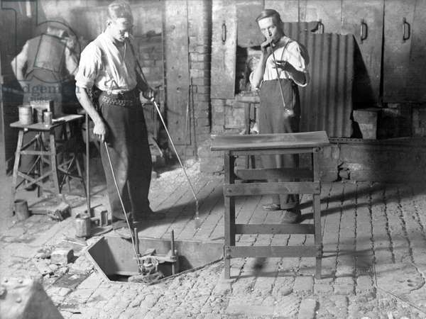 GLASS BLOWING/1930S