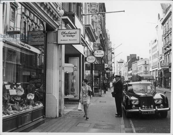BOND ST SHOPPING 1960S