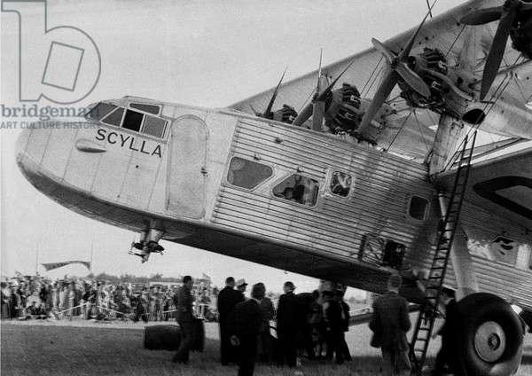 Scylla L17 biplane on an airfield