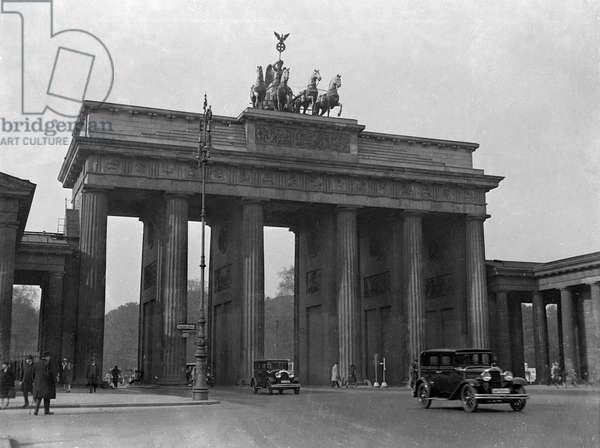 BRANDENBURG GATE 1930S