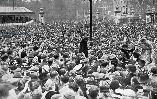 1937 Coronation - Cheering throngs at the Palace
