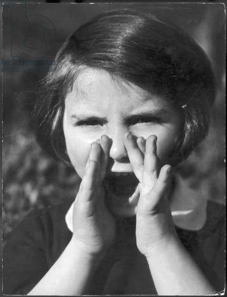 GIRL SHOUTING/PHOTO