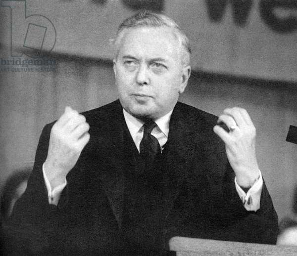 Harold Wilson makes speech during the general election  (photo)
